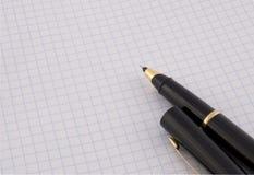 Pen op het document Stock Afbeeldingen