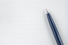 Pen op het document Stock Afbeelding