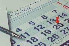 Pen op kalenderpagina, bedrijfsconcept en tijd Stock Afbeeldingen