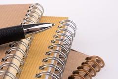 Pen op notitieboekje Royalty-vrije Stock Foto's