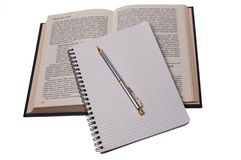 Pen op notitieboekje en boek 2 Royalty-vrije Stock Foto's