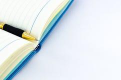 Pen op open organisator geïsoleerde achtergrond Stock Foto