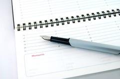 Pen op Witboek Royalty-vrije Stock Afbeeldingen