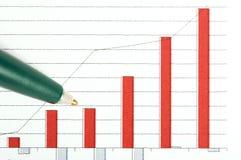Pen over grafiek royalty-vrije stock afbeeldingen