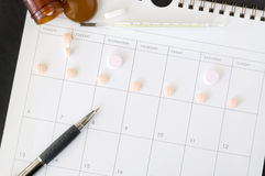 Pen and pills on schedule Royalty Free Stock Photos
