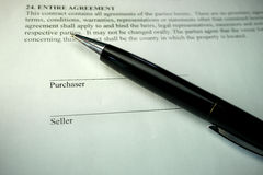 Pen on property purchase agreement Royalty Free Stock Photography