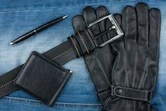Pen, riem, handschoenen en beurzen stock foto