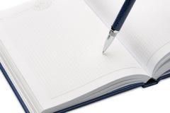 Pena acima de um caderno Imagem de Stock Royalty Free
