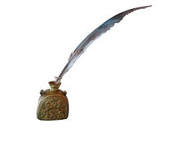Pena antiga da pena e tinteiro de cobre antigo isolados sobre o whi Fotos de Stock Royalty Free