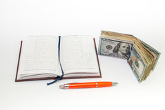 Pena, caderno, notas de dólar Imagens de Stock