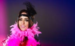 Pena cor-de-rosa da menina e pena preta na cabeça Carnaval Foto de Stock Royalty Free