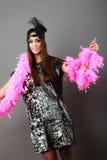 Pena cor-de-rosa da menina e pena preta na cabeça Carnaval Fotos de Stock