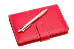 Pena de couro do caderno e de esferográfica fotografia de stock royalty free