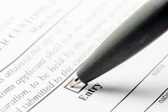 Pena de esferográfica e formulário da declaração imagens de stock royalty free