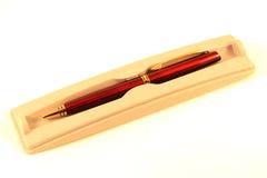 Pena de esferográfica em uma caixa isolada no branco Imagem de Stock Royalty Free