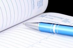 Pena de esferográfica no caderno Fotografia de Stock
