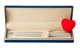 Pena de esferográfica no caso com um coração aberto Fotos de Stock Royalty Free