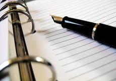 Pena de fonte em um caderno Fotografia de Stock Royalty Free