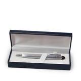 Pena de prata do Ballpoint em uma caixa de presente foto de stock royalty free
