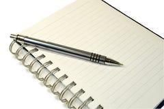 Pena do caderno e de esfera. foto de stock royalty free