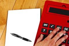 Pena do Livro Branco da mão da calculadora Fotografia de Stock