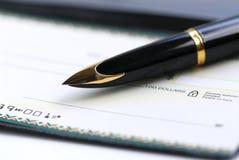Pena do livro de cheques Fotos de Stock Royalty Free
