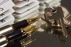 Pena e chaves Imagens de Stock