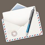 Pena e envelope Fotos de Stock Royalty Free
