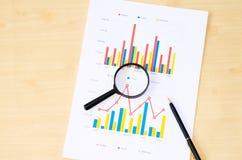 Pena e gráfico de ampliação Fotos de Stock