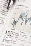Pena e gráfico de negócio imagens de stock