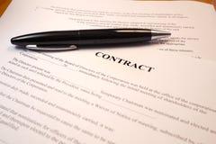 Pena em um contrato legal Imagem de Stock