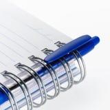 Pena em uma espiral - caderno encadernado Fotografia de Stock Royalty Free