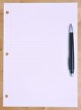 Pena no papel de Notebood imagens de stock royalty free