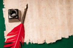 Pena no papel do papiro Imagens de Stock