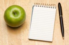 Pena, papel e Apple Imagem de Stock