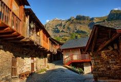 Penalba de Santiago, typowa wioska w dolinie cisza zdjęcie royalty free