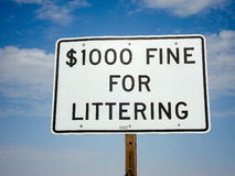Penalty for littering sign Royalty Free Stock Photos