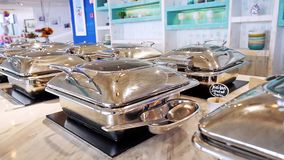 Penang, Μαλαισία, στις 21 Μαρτίου 2016 Μπουφές με τα φρέσκα πιάτα στο εξυπηρετώ πίνακα μπουφέδων κίνηση αργή 1920x1080 απόθεμα βίντεο