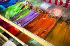 PENANG, MALAISIE 10 AOÛT 2015 : : le ruban coloré pour prient dedans Images libres de droits