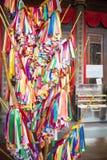 PENANG, MALAISIE 10 AOÛT 2015 : : le ruban coloré pour prient dedans Photo libre de droits