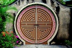 Penang, Malaisie : Porte de lune au temple de serpent Photographie stock