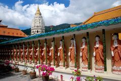 Penang, Malaysia: Buddas no templo de Kek Lok Si Fotografia de Stock Royalty Free