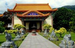 Penang Malaysia: Paviljong på Kek Lok Si Temple royaltyfria bilder
