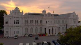 Penang Maleisië - 2 Mei, 2018: antenne van het Stadhuis dat van Georgetown wordt geschoten stock footage