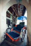 PENANG, MALEISIË - NOVEMBER 1, 2014: Rode Trishaw, straat Jalan Sehala, George Town Stock Foto