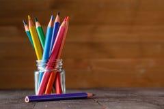 Penas coloridas no vidro Imagens de Stock