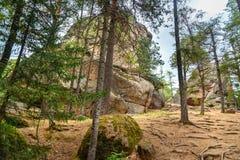 Penas da coluna Santuário da natureza de Stolby da reserva do russo Perto de Krasnoyarsk imagens de stock royalty free