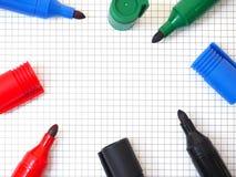 Penas de marcador no fundo do papel de gráfico Vista superior Fotografia de Stock