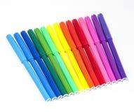 Penas de ponta de feltro coloridas isoladas em um fundo branco Imagens de Stock