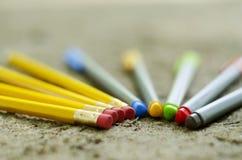 Penas e lápis da cor Imagens de Stock